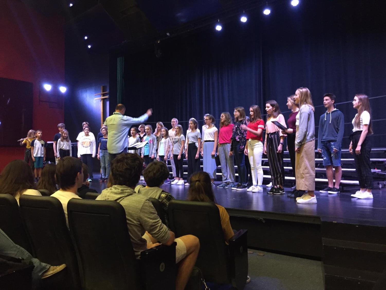 Don Diri Don Choir performed